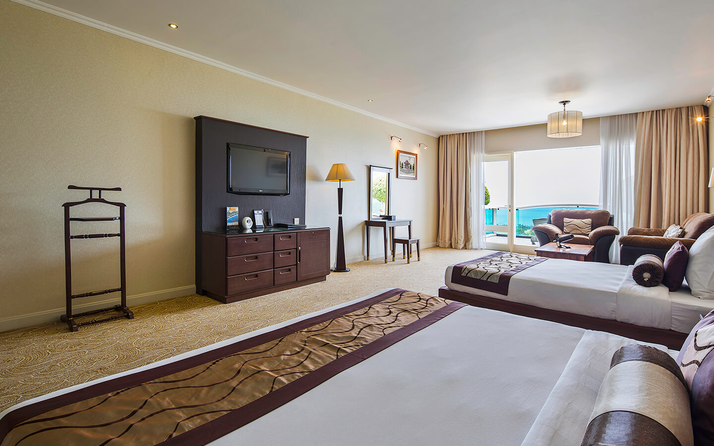 phong premium deluxe family sea links beach hotel